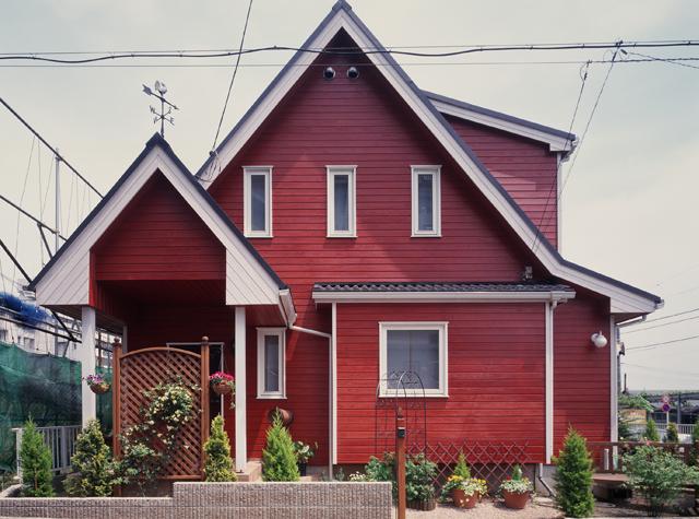 外壁板張りの家s